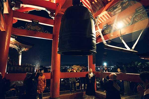 Suono della campana a capodanno al Kyomizu-dera