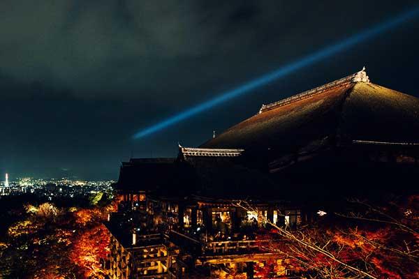 Raggio laser sopra Kyoto