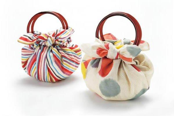 Furoshiki di una borsa con anelli